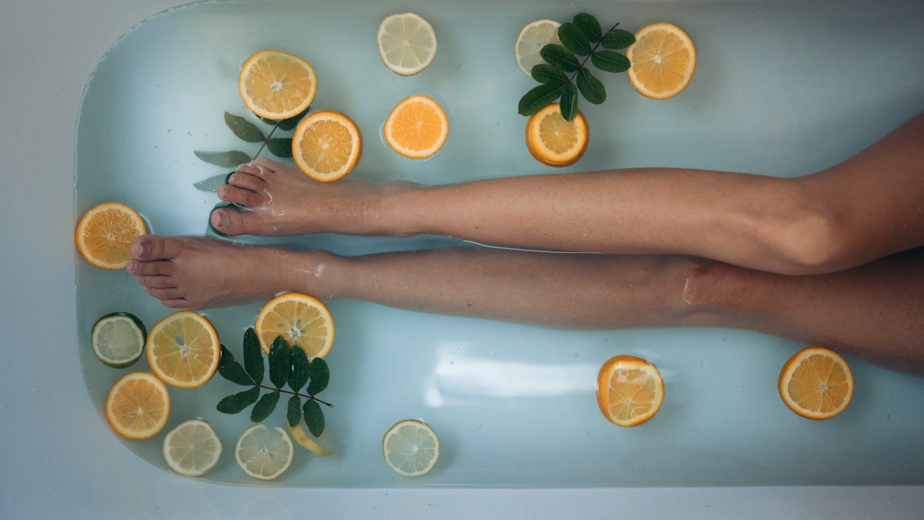 Jak wygląda kąpiel świerkowa w uzdrowisku? Zalety kąpieli świerkowych